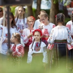 In Săbăoani, Neamț County, kids carry the customs and traditions further