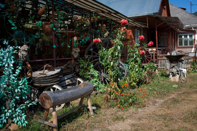 The local artisan vasile neamtu - Romanian wooden houses when nature and tradition come together ...